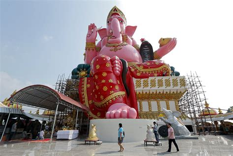 Travellers in Shanghai join the Lunar New Year travel rush