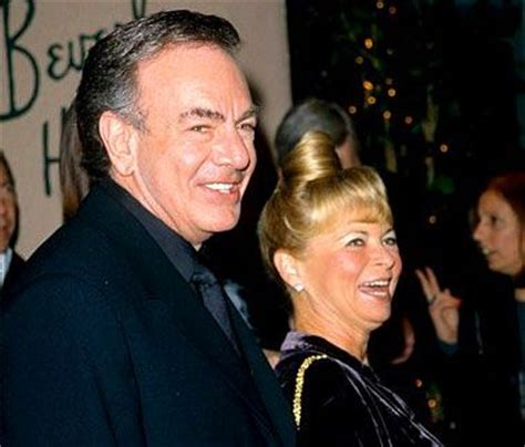 Today 10-21 in 1994: Neil Diamond publicly announces his