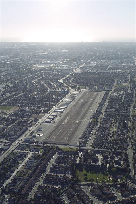 Compton/Woodley Airport - Wikipedia