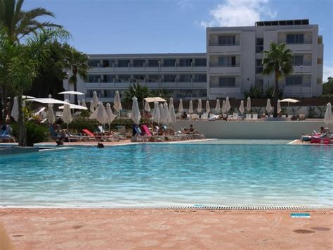 Relaxing by the pool - Picture of AluaSoul Ibiza, Santa